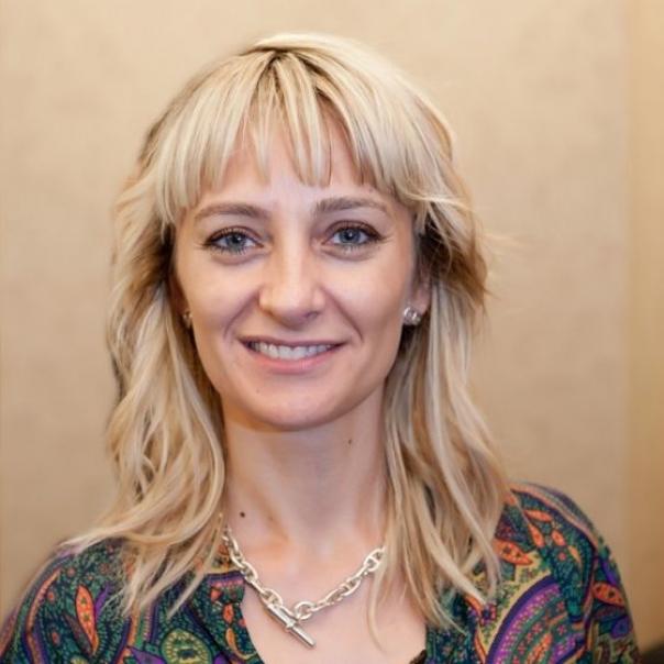 s604x0_Ana_Krasovschi,_Director_Resurse_Umane_Carrefour_Romania