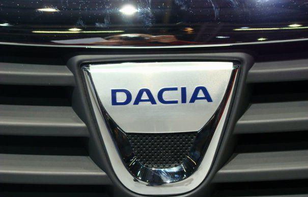 logo-dacia-465×390