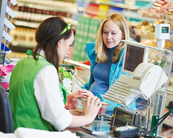 cashier-grocery-store-and-customer