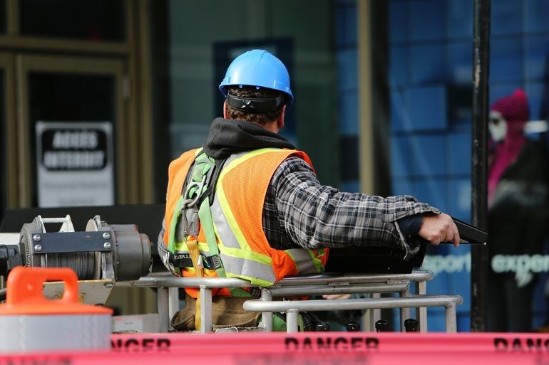 5290618_construction-worker-569126-1920
