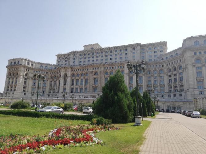 parlament_exterior_09862900