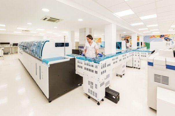 laborator-poza-deschidere-605×403