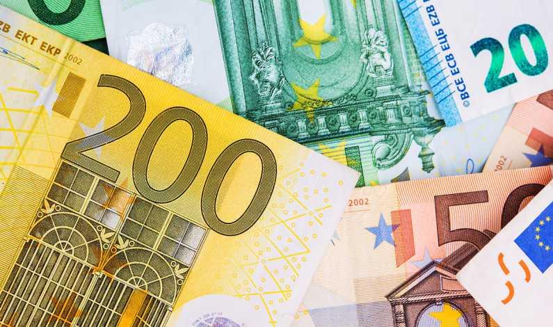 euro-money-banknotes-PV4GD7E_2
