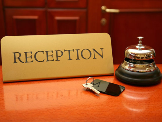 hotel-receptie-publimedia-shutterstock